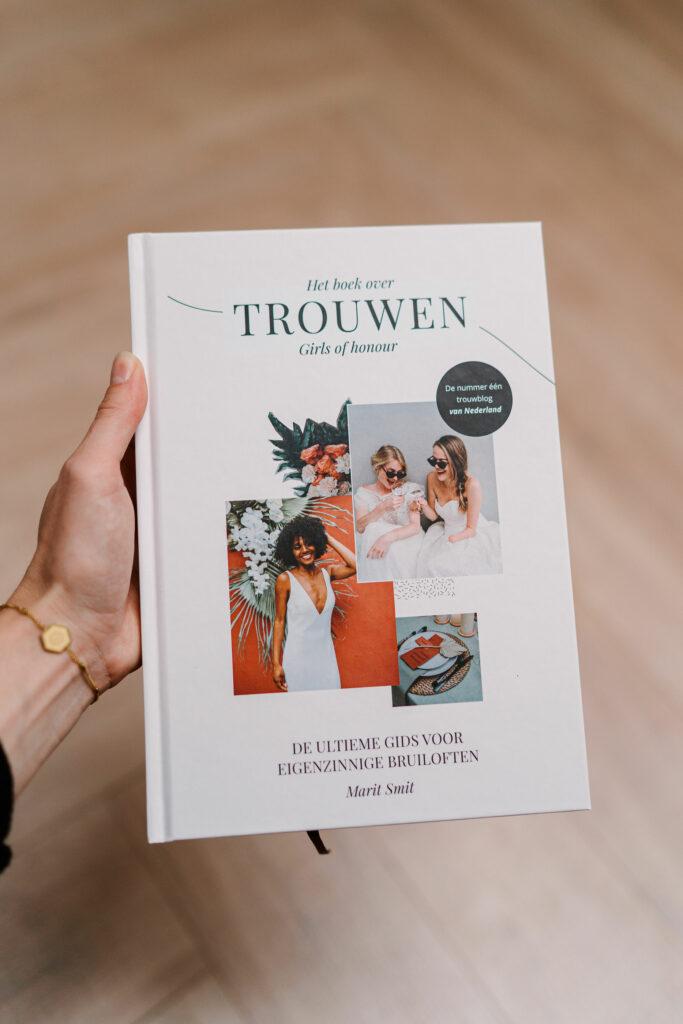 Het boek over trouwen van Girls of Honour