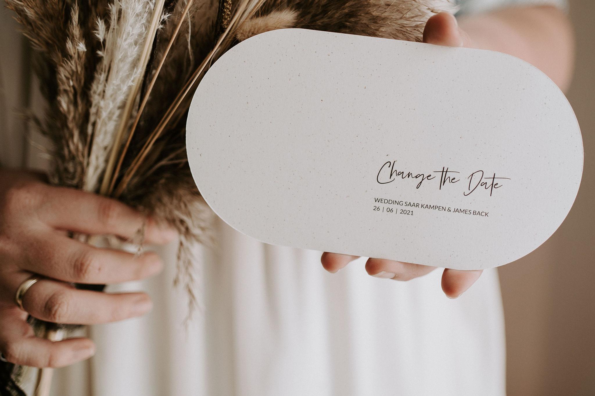trouwkaart op wit bierpapier, ovale vorm